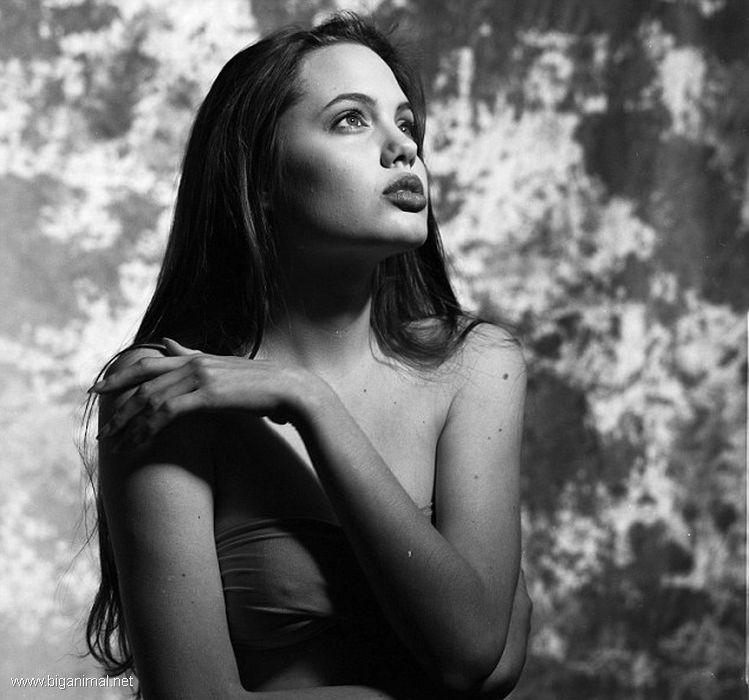 16-to godišnja Angelina Jolie
