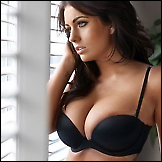 Holly Peers – Nuts Magazin topless