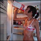Djevojke u hladnjaku