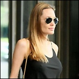 Nove grudi Angeline Jolie ne stoje baš pravilno