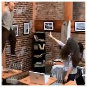 Carrie u kafiću