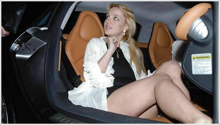 Britney Spears bez gaćica
