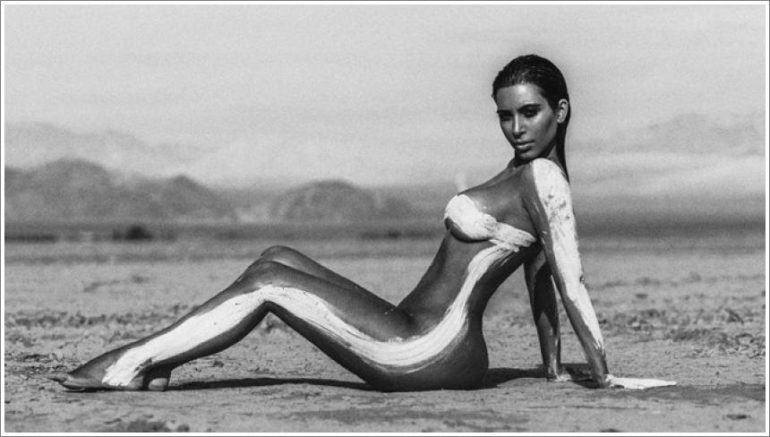 Kim Kardashian gola u pustinji