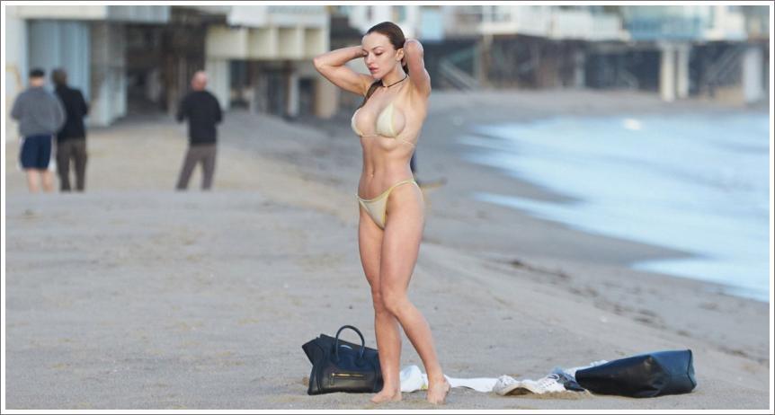 Francesca Eastwood - toples bikini na Malibu plaži