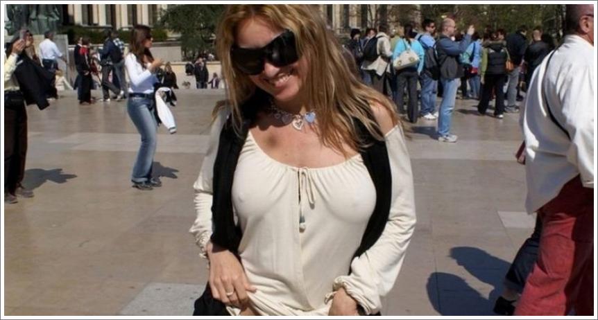 Gole djevojke na javnim mjestima №5
