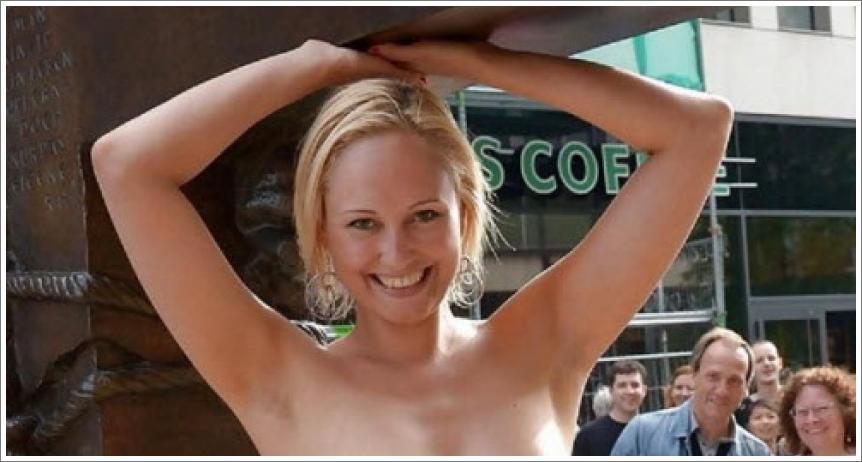 Gole djevojke na javnim mjestima №11