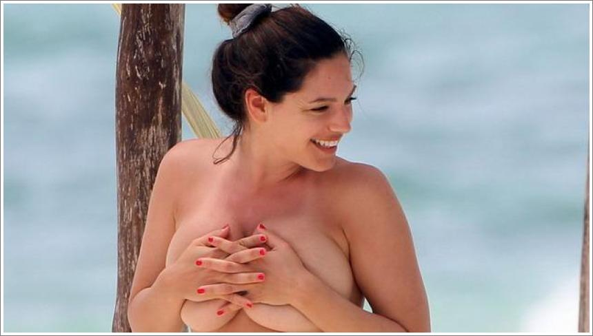 Kelly Brook – topless bikini Cancun