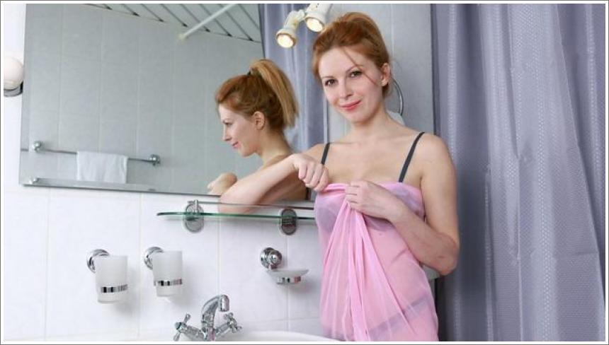 Yara u kupaonici (HQ)