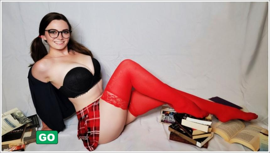 Seksi djevojke sa naočalama №3