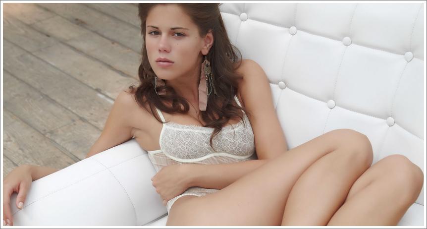 Caprice i bijela fotelja (30 HQ fotografija)