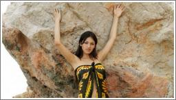 Sofija gola na stijenama