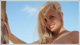 Keira na pješčanoj plaži