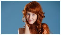 Crvenokosa, plavooka djevojka