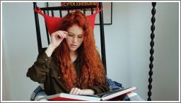 Crvenokosa čitačica (HQ)