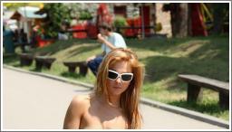 Gole djevojke na javnim mjestima №12